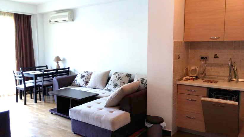 Сдается квартира с 1 спальней и гостиной в районе TQ Plaza, 150 м от моря.